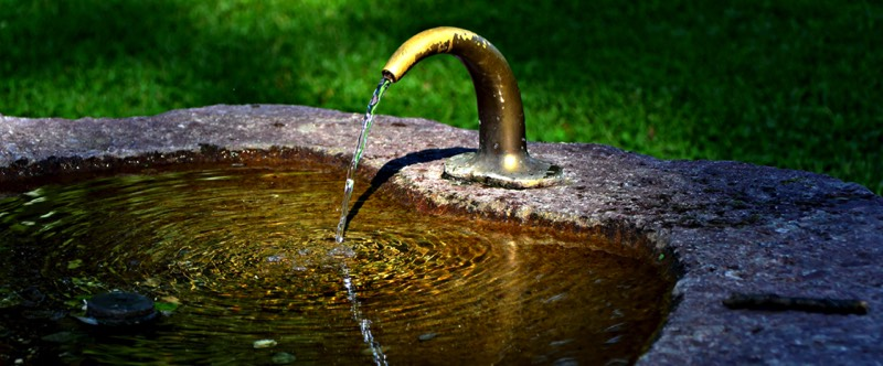 construire une fontaine en pierre beautiful installer un bassin ou une fontaine with construire. Black Bedroom Furniture Sets. Home Design Ideas